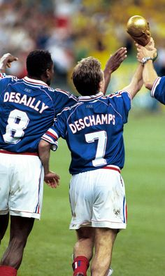 World Cup cup Deschamps & Desailly Football Icon, Football Soccer, Football Shirts, Basketball, World Cup Champions, Champions League, Soccer Stars, Sports Stars, Soccer League