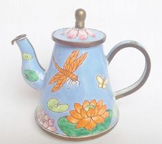 Charlotte di Vita dragonfly teapot