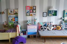 Such a fun and colourful room for two