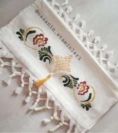 Hand Embroidery, Cross Stitch Bird, Cross Stitch Rose, Healthy Quick Recipes, Bath Towels & Washcloths, Cross Stitch Embroidery, Joy, Hand Towels, Embroidered Towels