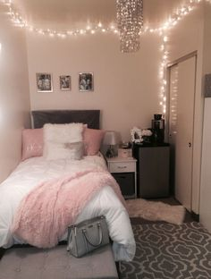 40 cute bedroom ideas for small rooms dorm room inspiration Cute Room Decor, Teen Room Decor, Diy Room Decor Tumblr, Wall Decor, Room Decor Diy For Teens, Dorm Room Decorations, Room Lights Decor, College Room Decor, Tumblr Bedroom