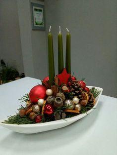 Paper Christmas Decorations, Christmas Food Gifts, Christmas Flowers, Christmas Candles, Christmas Centerpieces, Christmas Wreaths, Christmas Crafts, Christmas Floral Arrangements, Winter Wonderland Christmas