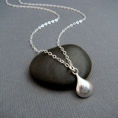 silver teardrop necklace. small puffed oval par limegreenmodern