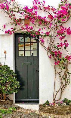 Cadaqués, Girona, Spain Behind The Green Door, The Door Is Open, Exterior Design, Interior And Exterior, Spanish Style Decor, Fachada Colonial, Entrance Ways, Door Gate, Unique Doors