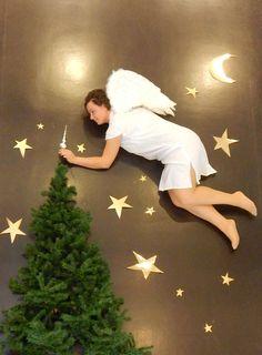Foto op basis van Jan von Holleben. Thema: feest. Van, Christmas Tree, Holiday Decor, Home Decor, Pictures, Kunst, Teal Christmas Tree, Decoration Home, Room Decor