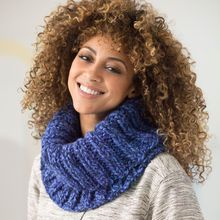Col  en tricot côtelé avec un écheveau de laine boni Wool-Ease Thick & Quick de Lion Brand