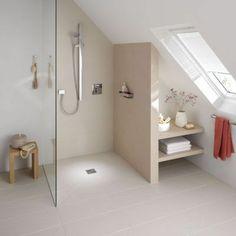 amenager petite salle de bain sous pente avec carrelage beige