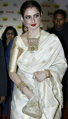 00e6944733ccf Off White Colour Bollywood Star Samantha Vivo Silk Printed Saree in ...