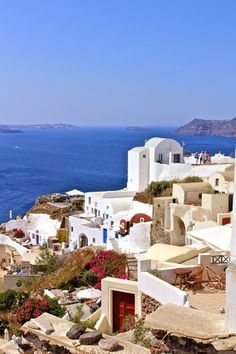 Santorini Greece Greece Style, Island Inn, Greece Fashion, Santorini Greece, Madrid, Spain, Places To Visit, Mansions, House Styles