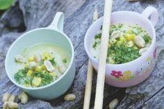 Maissuppe mit gerösteten Erdnüssen und Grissini