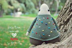 Craft Lovers ♥ Juega y diviértete con De Estraperlo y sus amigurumis navideños Cris Tree and Bet Star   http://www.katia.com/blog/es/craft-lovers-de-estraperlo-amigurumis-navidenos/