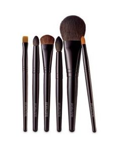 The perfect look begins with the perfect brushes. This new Luxe Brush Collection has all you need to sculpt, highlight, contour and define.
