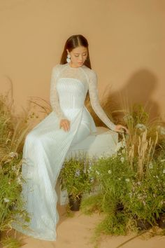 Traditional Gowns, Wedding Dresses With Flowers, Vietnamese Dress, Dream Wedding, Wedding Dreams, Ao Dai, Japanese Girl, Asian Fashion, Wedding Designs