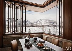 Rustic Dining Room by Studio Sofield and Studio B Architects in Aspen, Colorado; Aspen, Colorado The dining room, featuring a retractable Tischler window that looks out on Aspen Mountain, is anchored by a BDDW walnut-slab table. Architectural Digest, Montana Homes, Colorado Homes, Küchen Design, House Design, Design Ideas, Rustic Design, Design Firms, Design Trends