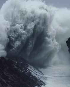 The power of the ocean. What an incredible sight to witness on the Oregon Coast Beautiful Photos Of Nature, Beautiful Places To Travel, Nature Pictures, Amazing Nature, Cool Places To Visit, Video Nature, Nature Gif, Scary Ocean, Nature Photography
