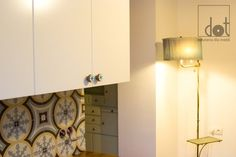 White kitchen with blue accents - to that our enamel knob