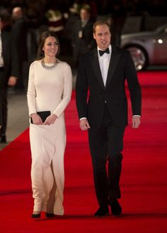 Kate at the Mandela film premiere in London wearing Roland Mouret dress and Zara necklace.