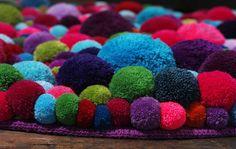 Alfombras de pompones de lana, diferentes colores y tamaños!