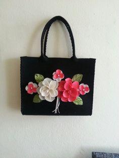 Keçe çanta. Felt bag. Gül çiçek rose siyah çanta el çantası el emeği daha ne olsun :)