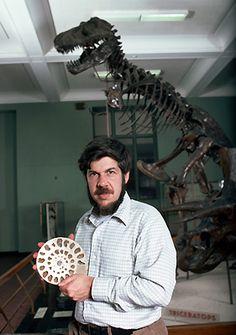 10 célebres cientistas com posicionamentos políticos surpreendentes! - Um fóssil de Tiranossauro Rex despertou a paixão pela ciência em Stephen Jay Gould quando ele tinha apenas 5 anos.