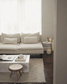 's stunning living room is a calm respite Apartment Interior, Apartment Living, Living Room Inspiration, Home Decor Inspiration, Home Interior Design, Interior Architecture, Home Living Room, Living Room Decor, Söderhamn Sofa