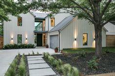 New Exterior Modern Farmhouse Vertical Siding Ideas Contemporary Farmhouse Exterior, Farmhouse Exterior Colors, Modern Farmhouse Plans, Farmhouse Style, Farmhouse Ideas, Farmhouse Front, Modern Exterior, Modern Contemporary, Cottage Exterior