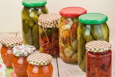 First you must select the container you want to install the marinade. Large Do you have a family, wife-friendly funky delights of your hand if you want to exercise. How To Make Pickles, Turkish Recipes, Cucumber, Mason Jars, Food And Drink, Homemade, Fruit, Vegetables, Container