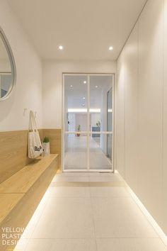 대치미도 67평 아파트 인테리어_[옐로플라스틱, 옐로우플라스틱, yellowplastic] : 네이버 블로그 Japanese Home Design, Japanese House, Style At Home, Shoe Cabinet Design, French Interior, House Entrance, Sliding Doors, Decoration, House Design
