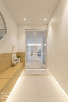 Japanese Home Design, Japanese House, Style At Home, Modern French Interiors, Shoe Cabinet Design, House Entrance, Sliding Doors, Decoration, House Design