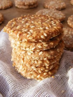 szeretetrehangoltan: Szezámropogós (kréker) Healthy Salty Snacks, Snack Recipes, Cooking Recipes, Gluten Free Sweets, Tea Cakes, Biscuit Recipe, Food To Make, Food And Drink, Gm Diet