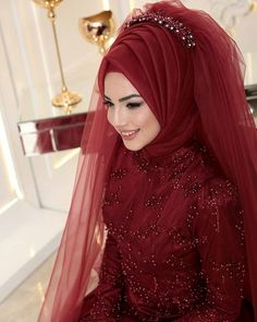 For those who want to look like swans 😍 Pınar şems ikbal Abiye ❣ ❣ Price â . Muslimah Wedding Dress, Hijab Bride, Muslim Brides, Pakistani Wedding Dresses, Bridal Dresses, Muslim Couples, Hijab Gown, Hijab Style Dress, Hijab Chic