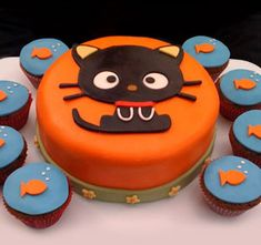 Not sure I can pull off that cat but I like the idea of a cat themed cake and coordinating fish cupcakes.
