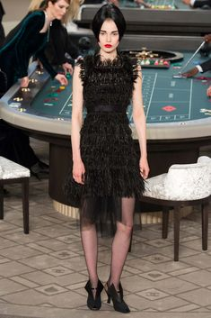 Chanel - Fall 2015 Couture - Look 44 of 67?url=http://www.style.com/slideshows/fashion-shows/fall-2015-couture/chanel/collection/44