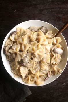 Creamy Mushroom Pasta | This quick and easy creamy mushroom pasta recipe is packed with flavor and ready in just 30 minutes! Easy recipe, tasty meal.