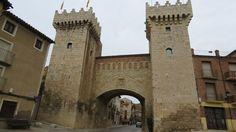 Atravesando la Puerta Baja y la Puerta Alta de Daroca Tower Bridge, Street, Building, Photos, Travel, Architecture, The World, Beautiful Places, Continents