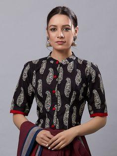 Trend Tattoo: More than 350 latest styles of drapes and v … – Tattoo World Kalamkari Blouse Designs, Kalamkari Dresses, Saree Blouse Neck Designs, Fancy Blouse Designs, Bridal Blouse Designs, Sari Design, Designer Kurtis, Cotton Saree Blouse, Cotton Blouses