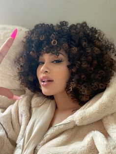 Dyed Curly Hair, Curly Hair With Bangs, Colored Curly Hair, Dyed Natural Hair, Curly Hair Styles, Natural Hair Styles, Girls With Curly Hair, Curly 3c, Curly Afro