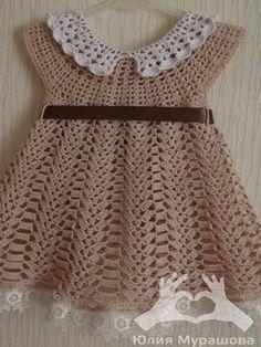 Patrón para tejer vestido de bebe a crochet en hilo de color marrón. Ver más patrones | Ver más vestidos de bebé Al final de las imágenes esta el botón para imprimir este patrón en PDF Patrón #1188: Vestido de