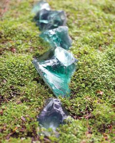 Lotusland Glass Path Walska obtained these path edgers of blue slag glass from a bottling factory. Garden Deco, Glass Garden, Succulent Rock Garden, Glass Rocks, My Secret Garden, Secret Gardens, Barbie Dream House, Natural Garden, Outdoor Projects