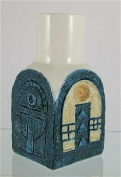 Troika Spice Jar Click the link to visit our site Ceramic Pottery, Pottery Art, Pottery Designs, Pottery Ideas, Spice Jars, Ceramic Design, Art Deco Design, Earthenware, Glass Art