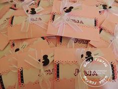 Convite Minnie Rosa, aberto na frente com detalhe rendado, papel perolado Medidas  Envelope fechado: 10 cm Envelope aberto: 19 cm Parte do convite : 10 cm O mesmo pode ser feito em outros temas. Dúvidas entre em contato R$ 4,50