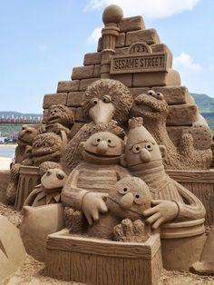Sand art: Sesame Street: Big bird and friends  #SandArt #SandSculpture #SandCastle