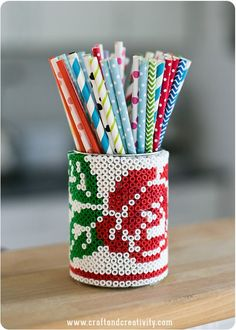 How to make a cross stitch rose pattern on a tin can with Hama/perler beads. From Craft & Creativity. With free cross stitch rose pattern from Annika Huett. Tin Can Crafts, Bead Crafts, Fun Crafts, Crafts For Kids, Arts And Crafts, Perler Beads, Fuse Beads, Pot A Crayon, Plastic Beads