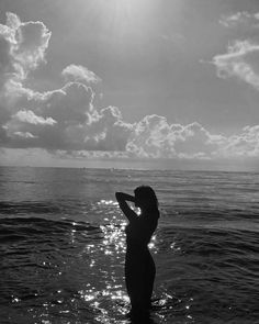 Beach Photography Poses, Beach Poses, Dark Photography, Black And White Picture Wall, Black And White Pictures, Sea Pictures, Dark Paradise, Sea Photo, Black And White Aesthetic