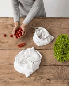 Perfect for keeping veggies, fruits or nuts, our reusable linen produce bags will become your go-to for weekly trips to the grocery store. Also, a great solution for households looking to cut down on their single-use plastic consumption! Bread Bags, Produce Bags, Reusable Shopping Bags, Kitchen Linens, Linen Napkins, Households, Dish Towels, Zero Waste, Kitchen Accessories