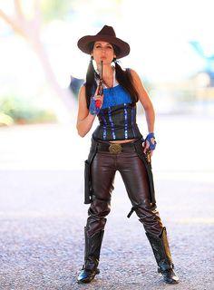 Full length Portrait Victoria Paege as Ella Swenson 2012 Amazing Arizona Comic-con by gbrummett, via Flickr