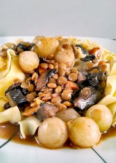 A Kitchen Hoors Adventures | #MeatlessMonday Mushroom Lentil Bourguignon Use another noodle (not egg) to veganize