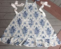 New Neighbor Gift Kitchen Helper White Blue Print Cotton Apron Retro Vintage Hostess