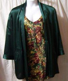 Satin, Chemise Short, Sexy Night Gown, Multi Floral, Green Burgundy, Maidenform, Adjustable Straps, Size L Large, Bridal Honeymoon  ***Shown with my Victoria Secret Satin Kimono Robe,(great match) sold in shop at https://www.etsy.com/your/shops/cachecastle/tools/listings/559964483  I do combine shipping on all orders.  Marked a Size US Size Large  Excellent – if worn gently – no flaws or issues to state  Details  Bust: approx 36 Hip area approx 44  Leng...