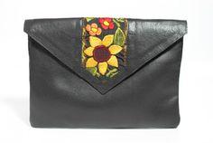 Chela - pochette noire http://www.bobbyetluisa.com/pochette-sac-en-cuir/chela-noir.html